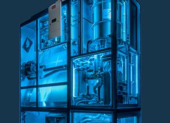 STULZ-Demogerät Water inside, blau erleuchtet, dunkler Hintergrund