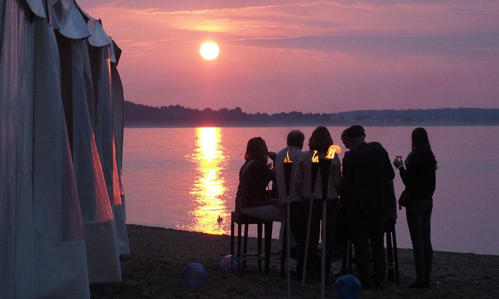 business people feiern Sonnenuntergang